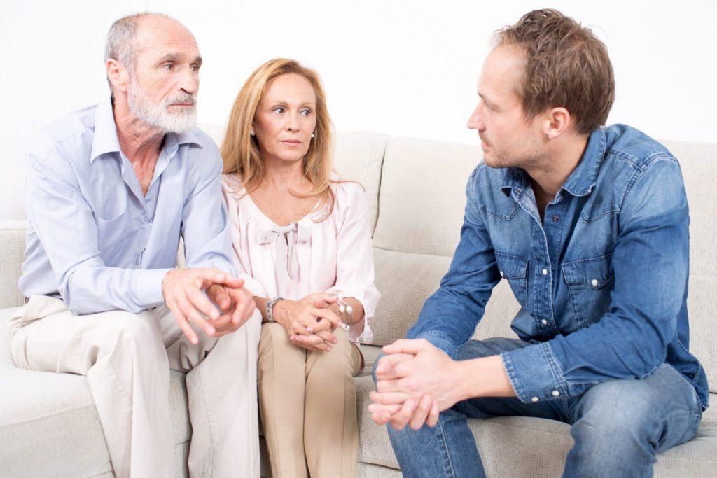angry-elderly-couple-talking-img